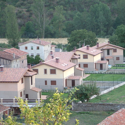 Viviendas unifamiliares pueblo de montaña