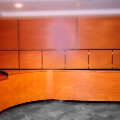 Buzones ocultos + mesa portería