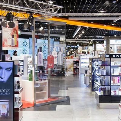 Iluminación en tienda en aeropuerto de Palma de Mallorca