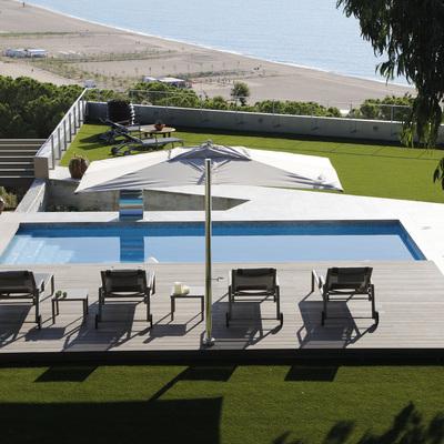 Piscina con vistas en Arenys de Mar. Control domotizado.