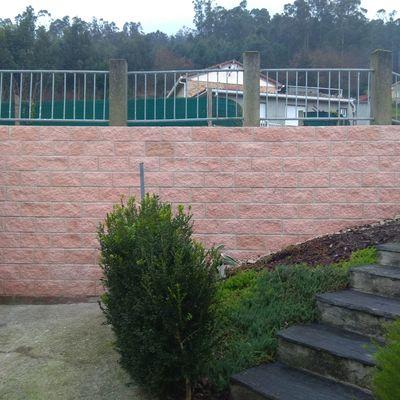 Reparación de muro por corrimiento de tierra
