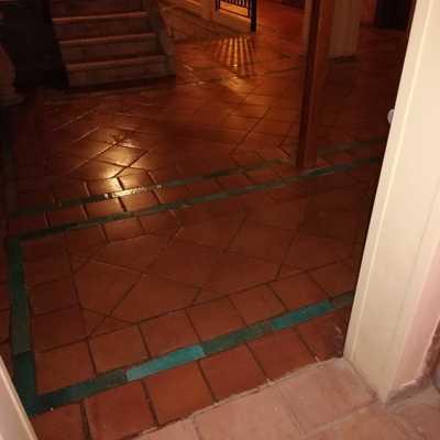 pulido e hidrofugado de pavimento de barro terracota