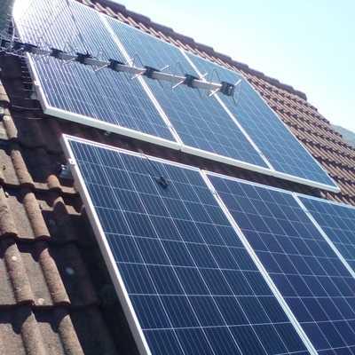 Paneles fotovoltaicos instalados en tejado