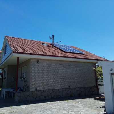 Vivienda con paneles fotovoltaicos