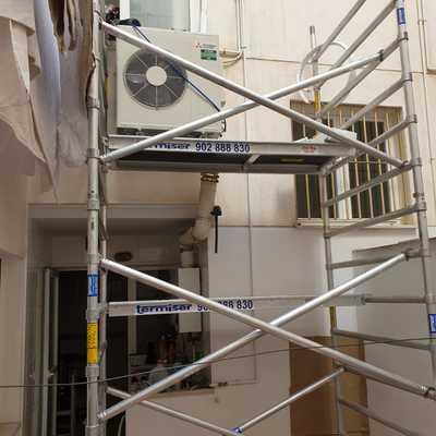 Instalación unidad exterior con andamio