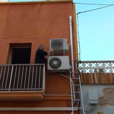 Instalación del compresor de aire acondicionado