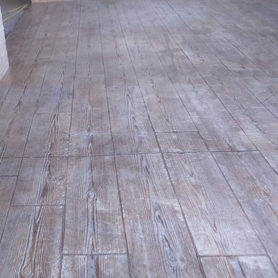 Solera de hormigón  impreso, imitación madera