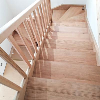 Diseño y construcción de escalera de madera