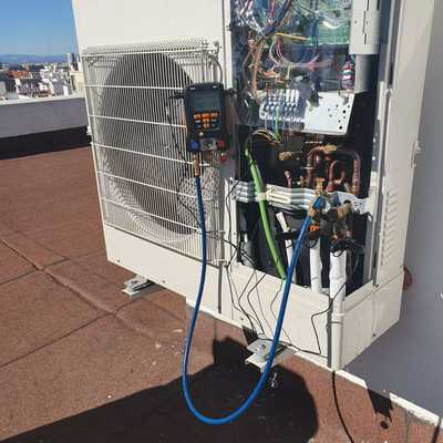 Comprobación, reparación y recarga de gas refrigerante
