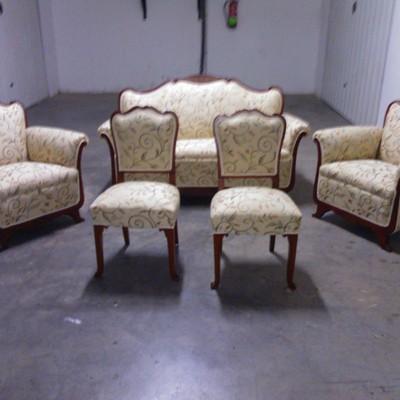 Conjunto de sofa ,sillas y butaca