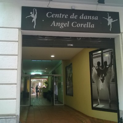 FACHADA CENTRO DE DANZA EN BARCELONA