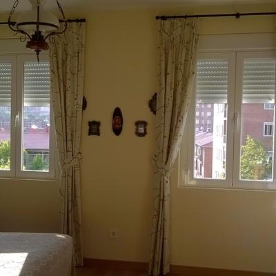 cortinas con barras de madera