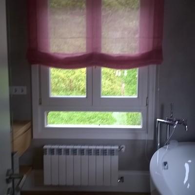 Estores de lino en baño
