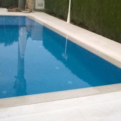 piscina desbordante con evacuación por ranura en Alzira
