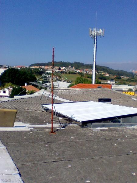 Foto cerramientos cubiertas tejados de montajes laracha for Piscina laracha