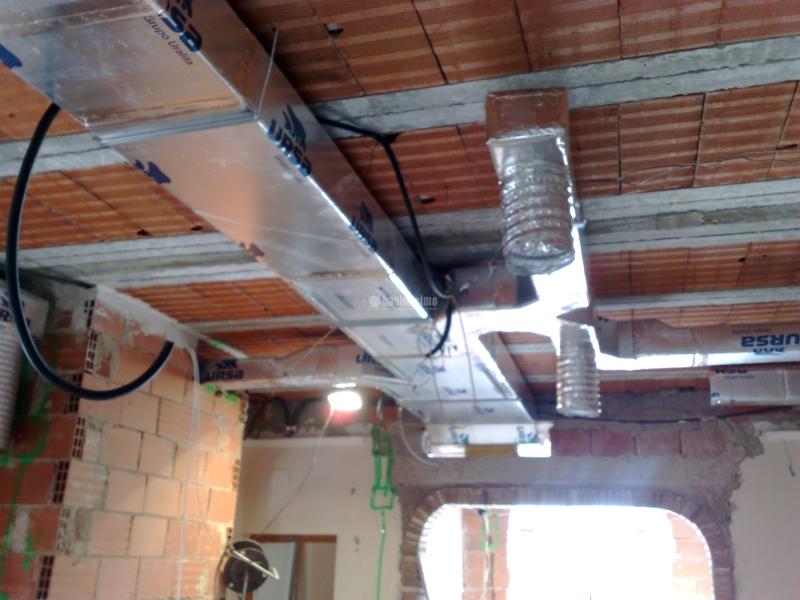 Foto aire acondicionado conductos fibra chapa de sirvent for Maquina aire acondicionado por conductos