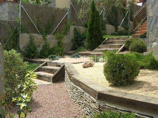 Foto jardineros vallas fumigaciones de jardines olmedo for Fotos de jardines rusticos