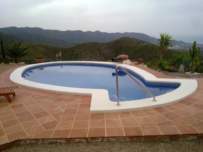 Foto 8x4 el pescado con jacuzzi aguilas de piscinas for Precio piscina obra 8x4