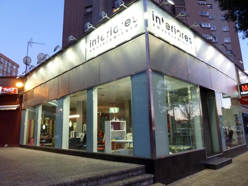 Foto 9 fachada tienda muebles de armesc cerrajer a - Almacen de muebles ...