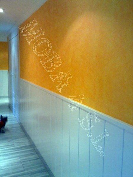 Foto acabado de paredes en trapeado con z calo de madera for Zocalos para garajes