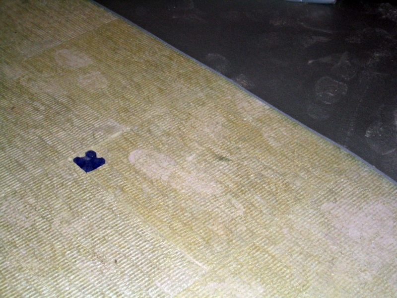 Foto aislamiento de suelos con lana de roca y aisladores for Aislamiento lana de roca