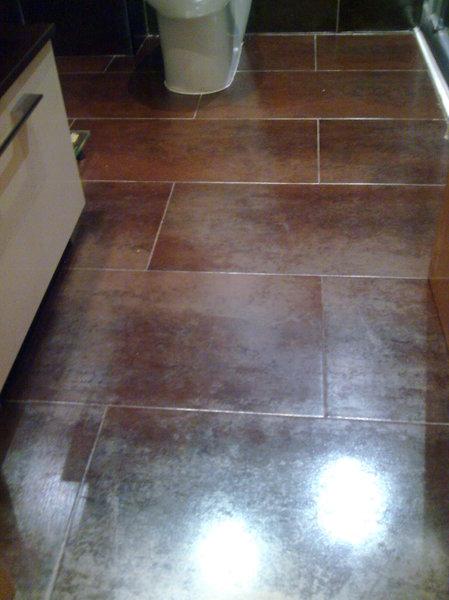 foto alicatado de suelo porcelanico rectificado brillo de