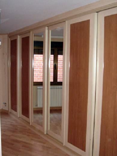 Foto armario corredero a medida modelo nazari 1 armario for Reformar puertas