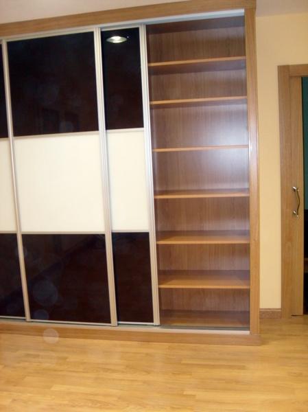 Foto armario empotrado puertas correderas de cristal de - Guias puertas correderas armarios empotrados ...