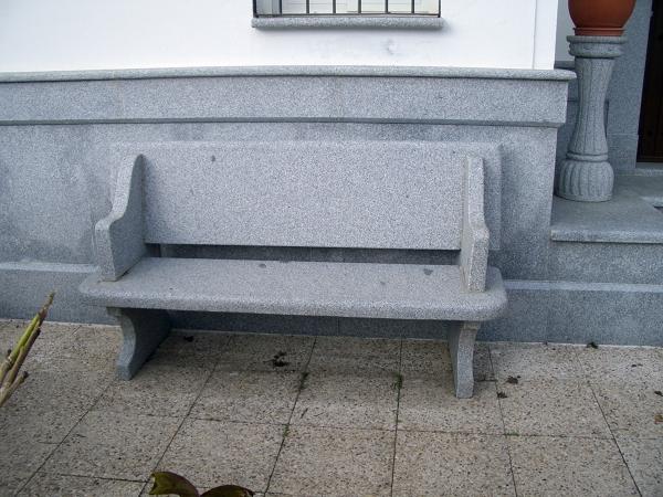 Foto banco de granito de granitos romero 461529 for Bancos de granito para jardin