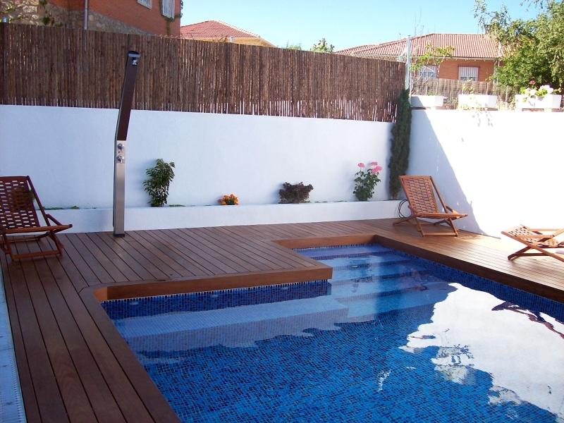 Foto banco y escalera de obra de piscinas thermapool s l - Presupuestos de piscinas de obra ...