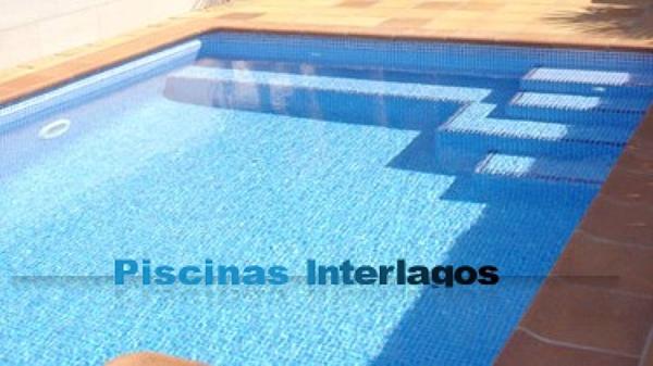 Foto banco y escalera para piscina de obra de piscinas - Presupuestos de piscinas de obra ...