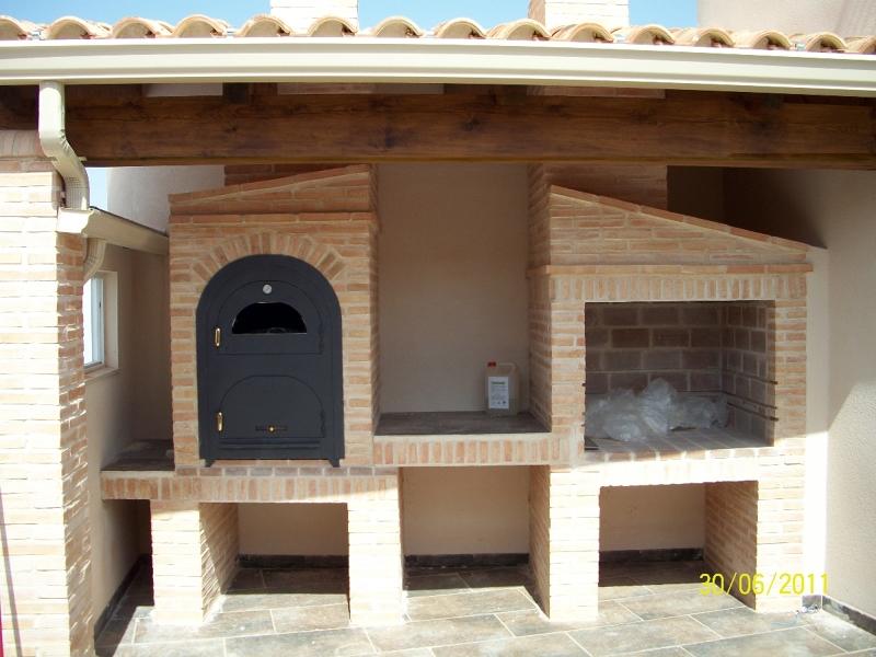 Foto barbacoa con horno de le a de juan jose hurtado for Horno de lena con hornilla