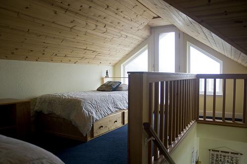 Foto buhardilla juvenil con techo en madera de edma c b - Buhardillas de madera ...