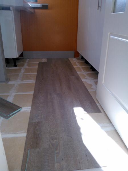 Foto cambio suelo de cocina sin obras de integrados for Cambiar puertas interior sin obra
