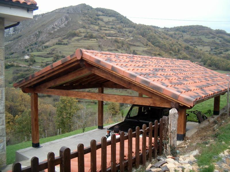 Foto cenador de madera y cubierta de teja cer mica mixta for Tipos de tejados de casas