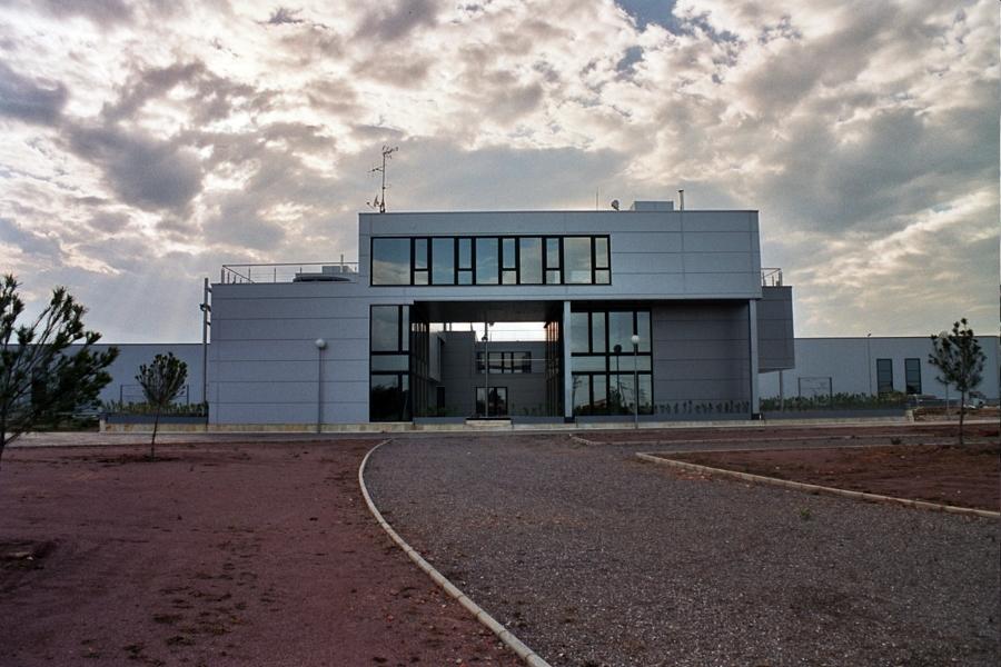Foto centro de negocios almazora de pacollunaarquitecto for Piscina almazora