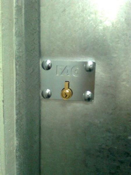 Foto seguridad en trastero de acu24cerrajeros 1069066 for Puerta trastero seguridad