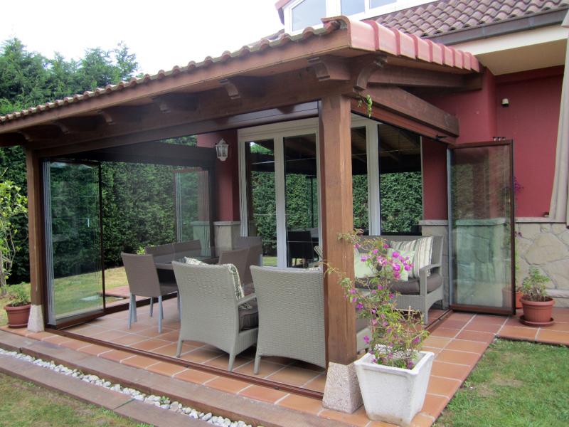 Foto cerramiento de porche en gij n asturias de dise a - Como decorar un porche abierto ...