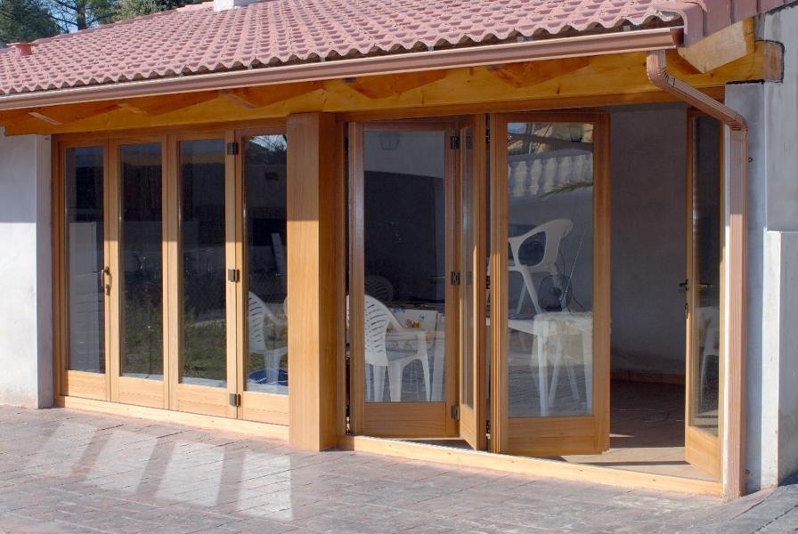 Foto cerramiento en madera de dumo fusteria s l 262268 for Porche jardin madera
