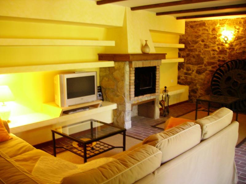 Foto chimenea e interiores rusticos de edma c b 311575 for Interiores rusticos