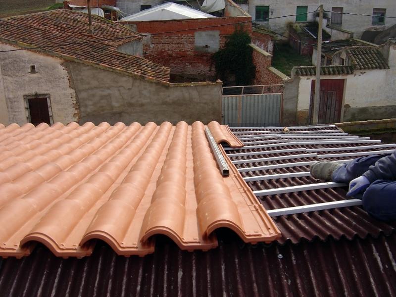 foto cobertura de teja mixta roja sobre rastrel de p v c On teja mixta