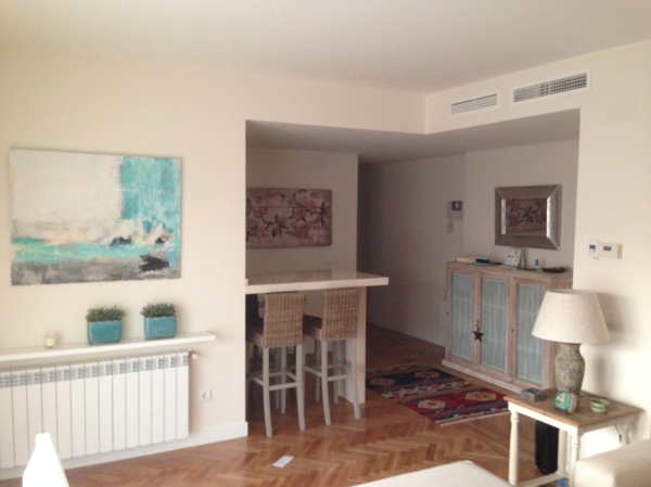 Foto cocina con barra americana de zinko arquitectura y - Cocinas con barra americana fotos ...