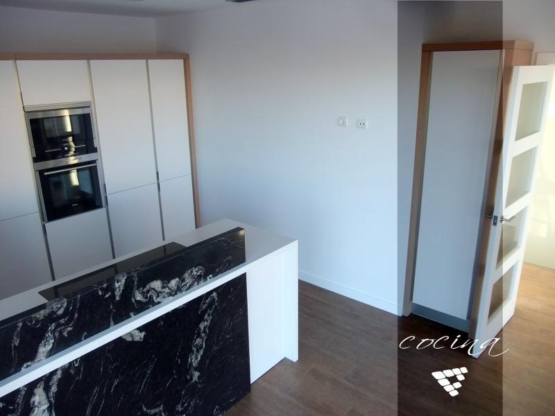 Foto cocina de lujo en vivienda unifamiliar de valencia for Reformas cocinas valencia