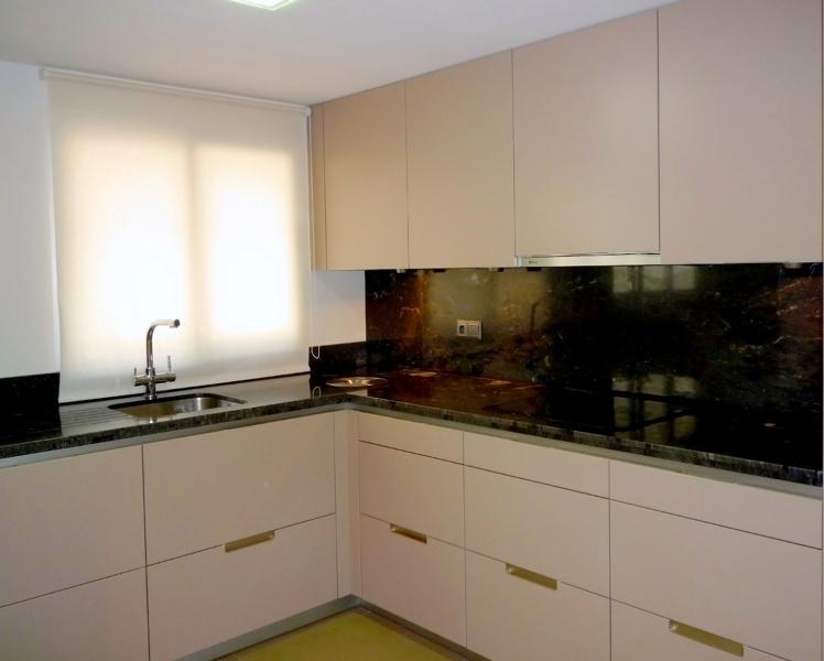 Foto cocina en vivienda particular en alicante de for Cocinas alicante precios