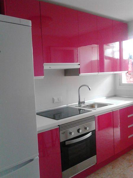 Foto cocina rosa fucsia de j a c cocinas y armarios for Habitissimo cocinas