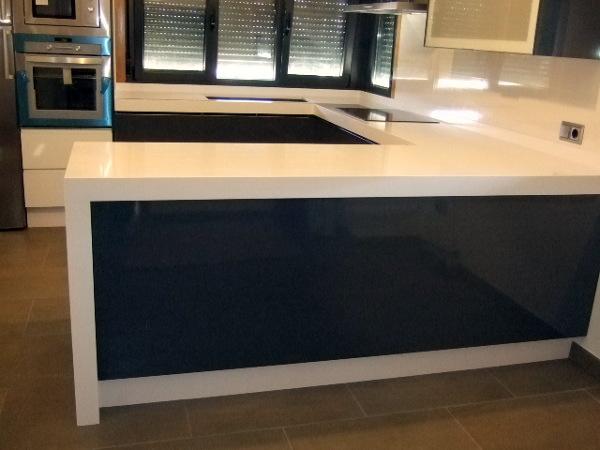 Foto cocina silestone blanco zeus de marmol porvi sl - Cocinas silestone precios ...