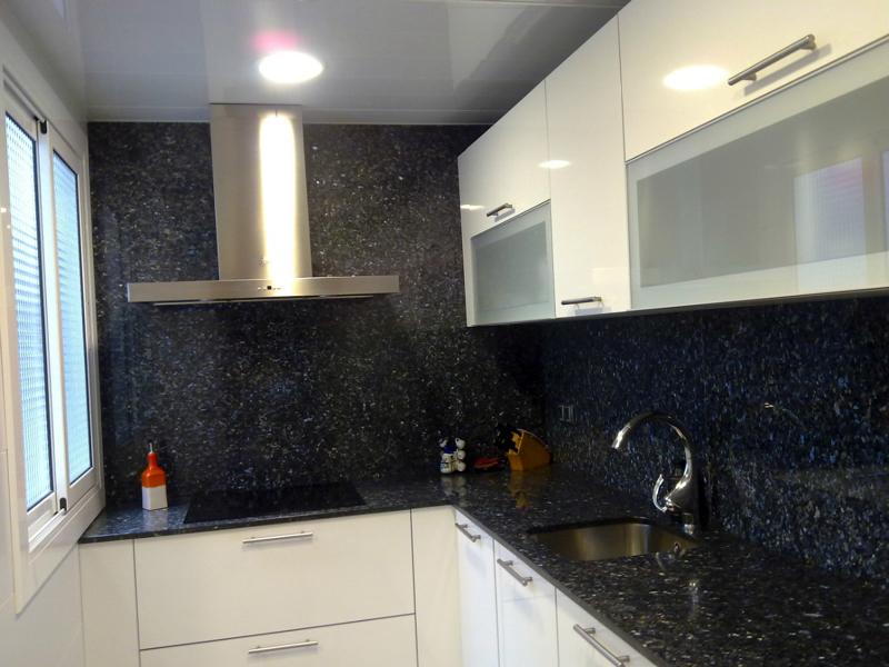 Foto cocinas reconstrumat s l marmoles y granitos de for Marmoles para cocinas