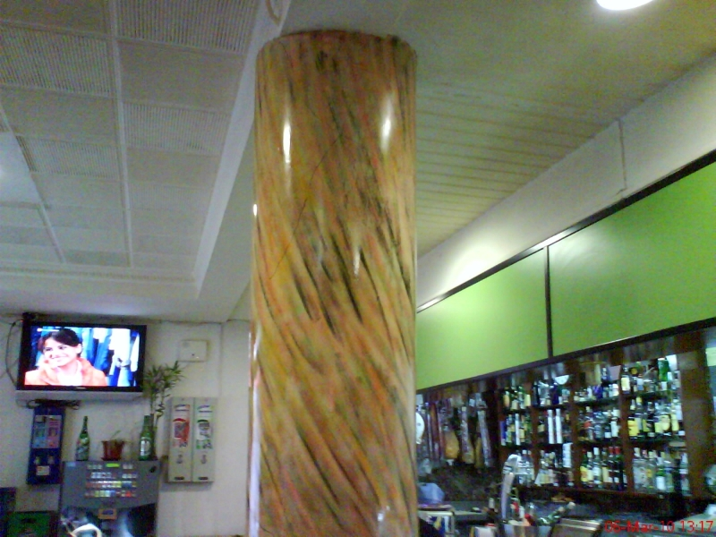 Foto columna a imitaci n m rmol de edi pintura y for Imitacion marmol travertino precio