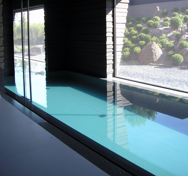 Foto construcci n de piscinas desbordantes de pool for Piscinas desbordantes precios
