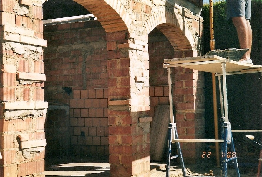 Foto construcci n porche con barbacoa y horno de le a de - Hornos a lena construccion ...
